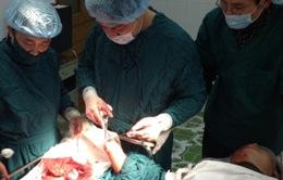 Bệnh viện đa khoa Bạch Long Vĩ cấp cứu kịp thời ngư dân bị dập nát bàn tay