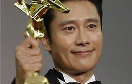Lee Byung Hun giành giải Nam diễn viên chính xuất sắc nhất tại lễ trao giải Điện ảnh châu Á