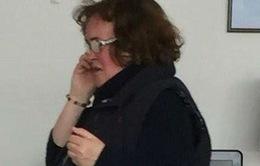 Susan Boyle khóc lóc van xin ở sân bay