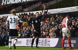 Hoà 2-2 trước Tottenham, Wenger trách móc chiếc thẻ đỏ của Coquelin!
