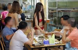 Nhà hàng để nhân viên mặc bikini bưng đồ ăn sẽ bị xử phạt 40 triệu đồng?
