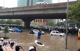 Cảnh báo mưa dông, ngập lụt nội thành Hà Nội