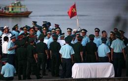 Chùm ảnh: Đón thi thể phi công SU30-MK2 Trần Quang Khải về với đất mẹ