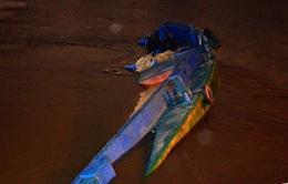Đâm vào cầu Rạch Đỉa 1: Sà lan chìm, 3 người thoát chết