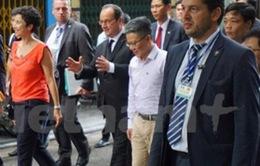 CHÙM ẢNH: Tổng thống Pháp Hollande, GS Ngô Bảo Châu dạo phố cổ Hà Nội