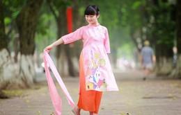 Cô bé hát 'Tiến quân ca' gây sốt Kim Anh diện áo dài xuống phố