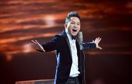 """Tùng Dương gây nhiều tranh cãi khi hát """"Nơi đảo xa"""" trong Giai điệu tự hào"""