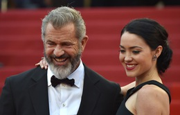 Mel Gibson hạnh phúc bên bạn gái kém 34 tuổi