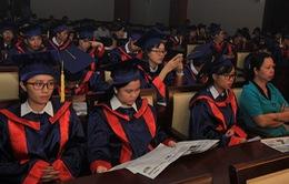 """Trao học bổng """"Nâng bước thủ khoa"""" tặng 51 thủ khoa các trường đại học phía Nam"""