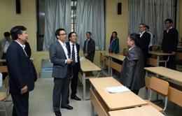Phó Thủ tướng Vũ Đức Đam kiểm tra kỳ thi nâng ngạch chuyên viên