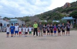 Mong có nhiều sức khỏe để thắp lửa ước mơ, niềm tin cho học trò ở đảo