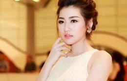 Á hậu Tú Anh diện váy công chúa, đeo trang sức 1,5 tỷ đồng
