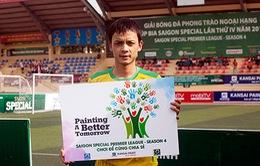 BTC giải BĐ phong trào HPL vận động sơn trường miễn phí cho trẻ em nghèo