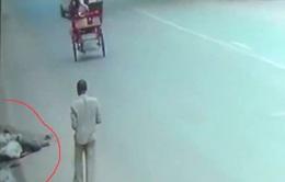 Nạn nhân tai nạn giao thông bị bỏ mặc đến chết ở  New Delhi, Ấn Độ