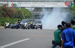 Nổ và đấu súng làm rung chuyển Thủ đô của Indonesia