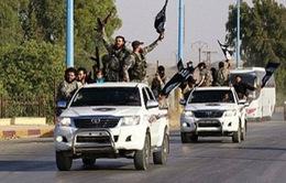 IS bắt ép 1 cặp vợ chồng xem cảnh hành quyết con trai của họ