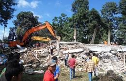 Gấp rút cứu hộ những người mắc kẹt trong vụ động đất tại Indonesia