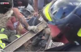 Động đất Italy: Cứu sống bé gái sau 17 giờ kẹt trong đống đổ nát