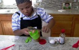 Cậu bé 8 tuổi mở hiệu bánh riêng hi vọng giúp mẹ... mua nhà