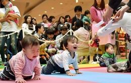 Số trẻ sơ sinh Nhật Bản lần đầu dưới 1 triệu trẻ/năm