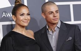 Giám khảo American Idol bị tình trẻ phản bội