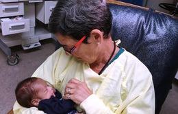 Liệu pháp ôm ru trẻ sơ sinh ngủ