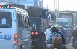 An Giang: Sửa chữa cầu gây kẹt xe nghiêm trọng