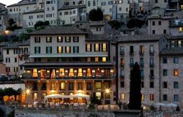 Italy: Miễn phí tiền phòng nếu cặp đôi thụ thai tại khách sạn