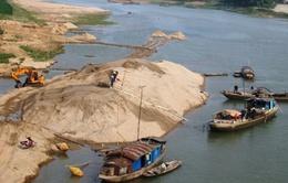 Bắt giữ 3 thuyền khai thác cát trái phép trên sông Ngàn Sâu