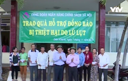 Khánh Hòa trao 600 suất quà hỗ trợ bà con vùng lũ
