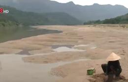 Khan hiếm nước ngọt, người dân phải uống nước... sông