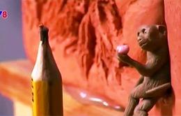 Độc đáo điêu khắc khỉ siêu nhỏ từ nhựa cây