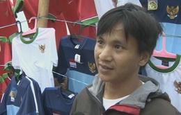 CĐV ĐT Indonesia háo hức sắm sửa vật dụng cổ vũ đội nhà