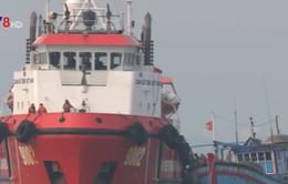 Cảnh sát biển cứu tàu cá và 8 ngư dân trôi dạt 5 ngày trên biển