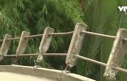 Cần Thơ: Vì sao người dân phá lan can cầu nông thôn?
