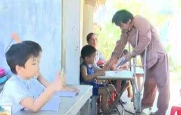 Phú Yên: Lớp học đặc biệt của trẻ em làng biển