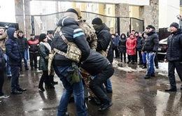 Đặc nhiệm Ukraine bất ngờ khám xét Làng Sen của người Việt