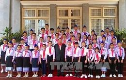 Tổng Bí thư, Chủ tịch nước CHDCND Lào tiếp Đoàn đại biểu thiếu nhi Việt Nam