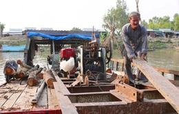 Hai lão nông quanh năm đi xây cầu từ thiện