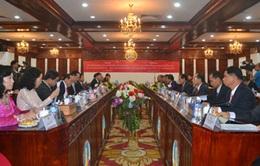 Đồng chí Đinh La Thăng hội kiến các lãnh đạo của Lào