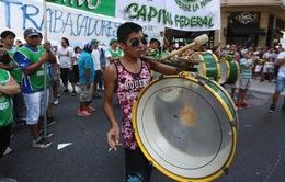 Người dân Argentina biểu tình phản đối chính sách cắt giảm việc làm