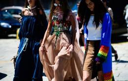 """Soi những trang phục và phụ kiện cực """"độc"""" trên đường phố Milan"""