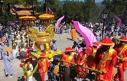 Hàng nghìn người dân và du khách tham dự Lễ hội Quán Thế Âm