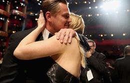 Leonardo DiCaprio bị choáng ngợp với tượng vàng Oscar