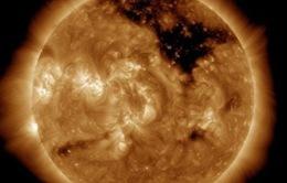NASA phát hiện lỗ đen khổng lồ trên bề mặt của Mặt Trời