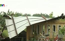 Mưa đá kèm lốc xoáy gây thiệt hại nặng nề tại nhiều địa phương