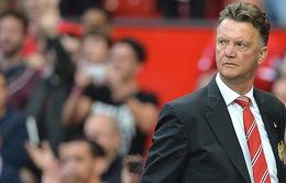 Vì sao Man Utd không chiều lòng CĐV và sa thải Van Gaal?