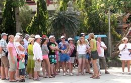"""Hoạt động du lịch """"chui"""" của người nước ngoài ngang nhiên diễn ra ở nhiều địa phương"""