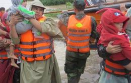 Huy động mọi nguồn lực cứu trợ người dân vùng lũ