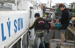 Cảnh sát biển đưa người dân về Lý Sơn ăn Tết